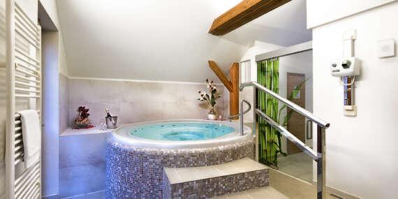 Romantická dovolená pro dva v moderním Hotelu Tvrz Orlice s historickou atmosférou, polopenzí, zapůjčením loďky, vstupem do privátního wellness a relaxační masáží/Letohrad
