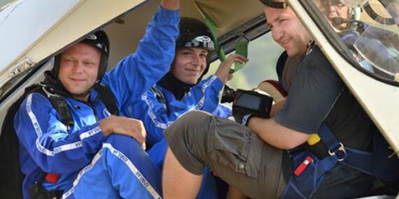 Tandemový zoskok padákom z výšky 3000 - 3500 m, len 40 km od Bratislavy/Letisko Dubová pri Modre