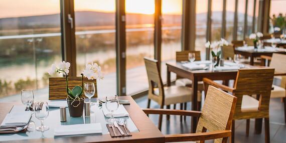 Valentínska večera pre 2 osoby s výhľadom na Bratislavu v Restaurant Parlament/Bratilava - Staré Mesto
