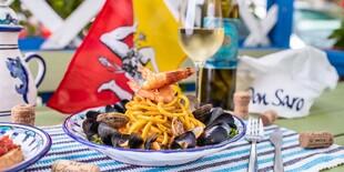 Bigoli allo scoglio - domáce čerstvé spaghetti Bigoli - slávky, vongole, krevety, biele víno, cibuľa