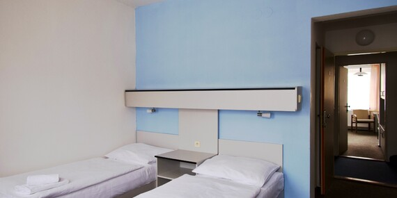 Zimní radovánky v Krušných horách s ubytováním v hotelu Central*** s polopenzí, saunou a neomezeným vstupem do bazénu/Krušné hory - Kovářská