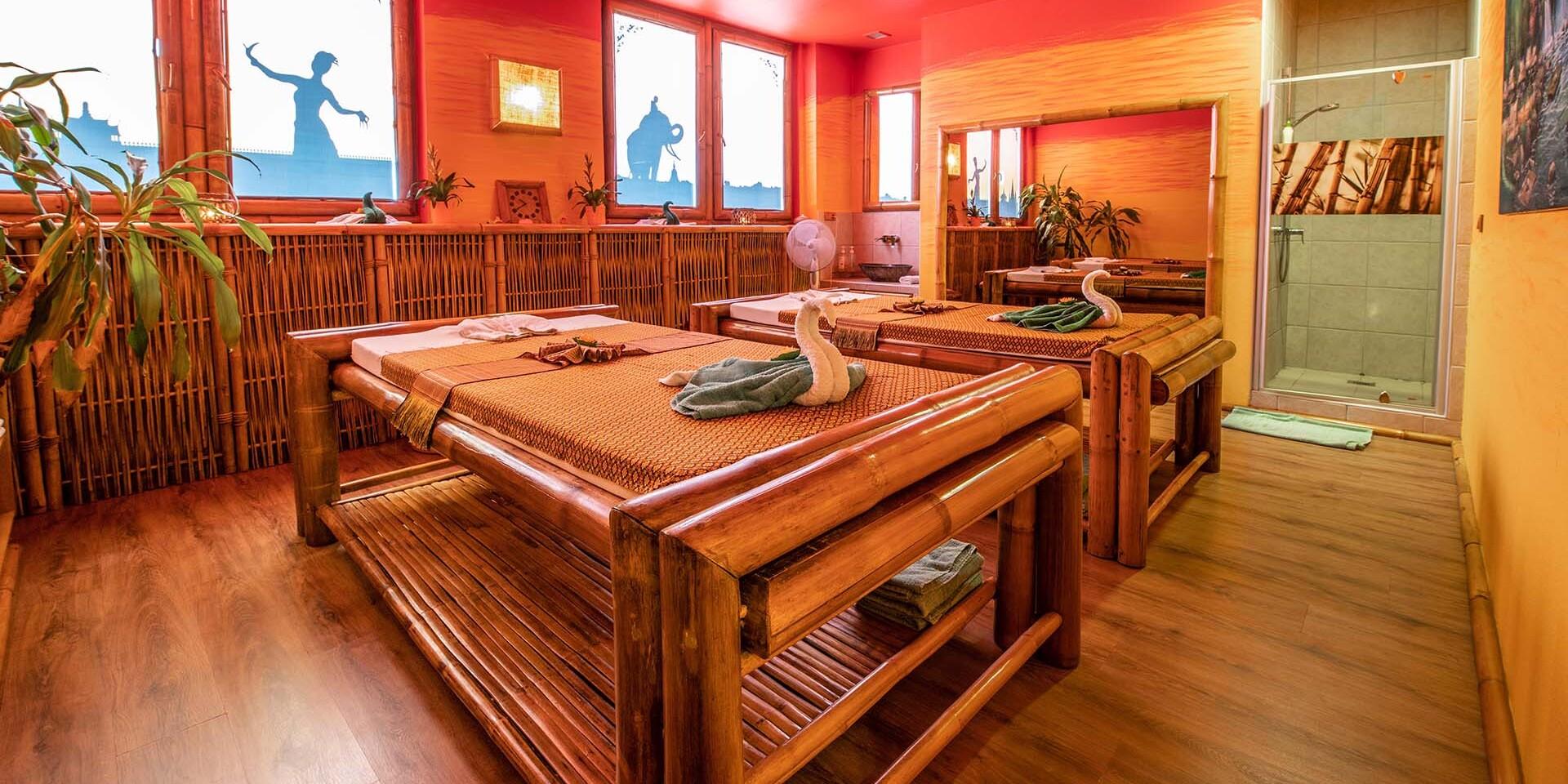 Párová masáž panenským kokosovým olejom v jednom z najobľúbenejších salónov v centre mesta, nové voľné termíny