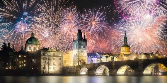 Adventní nebo silvestrovský pobyt pro dva v hotelu Red & Blue v srdci Prahy se snídaní/Praha