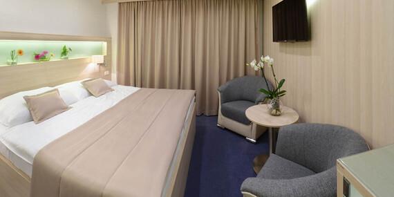 Hotel Podlesí s polopenzí, bazénem, vířivkou či masáží, ubytováním v krásném pokoji Lux a vstupem do pohádkové vesničky/Vysočina / Ždárské Vrchy - Svratka