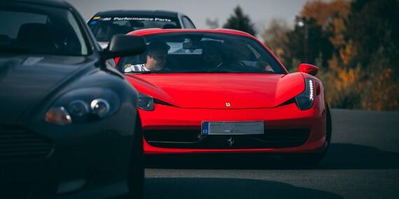Jízda na okruhu v superautech s palivem v ceně - Ferrari 458 Italia, Lamborghini Gallardo, Porsche Boxster, Aston Martin DB9 nebo Nissanu GT-RNismo/Hradec Králové