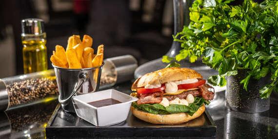 Grand Mother's Burger s hranolkami v Starom Meste/Bratislava - Staré Mesto