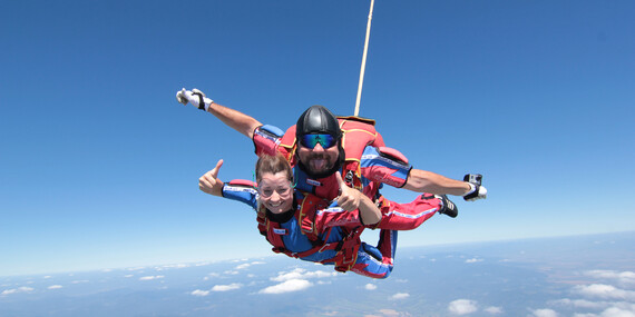 Tandemový zoskok z výšky až 3000 m n. m. nad Bojnicami / Prievidza - letisko