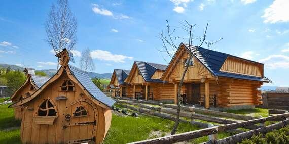 Nové chatky pro 5 osob na Oravě u Zbojnické koliby s polopenzí a možností pivních lázní / Oravská Jasenica