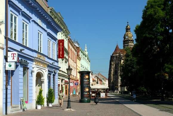 Zlatý Dukát****: Historický hotel v centre, ktorý bol súčasťou kráľovského domu. Hlavnej ulici, kde je situovaná väčšina košických pamiatok.