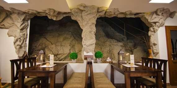 Hotel Fatra s vlastnou jaskyňou v centre Terchovej, kúsok od Jánošíkových dier/Terchová