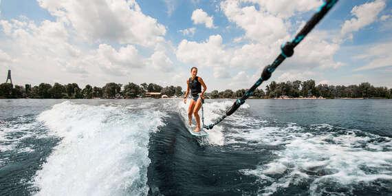 Vodné atrakcie na Domaši - wakeboard, kneeboard, paddleboard, vodné lyže či nafukovací banán/Domaša