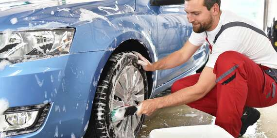 Profesionální ruční čištění interiéru nebo exteriéru vašeho vozu/Praha