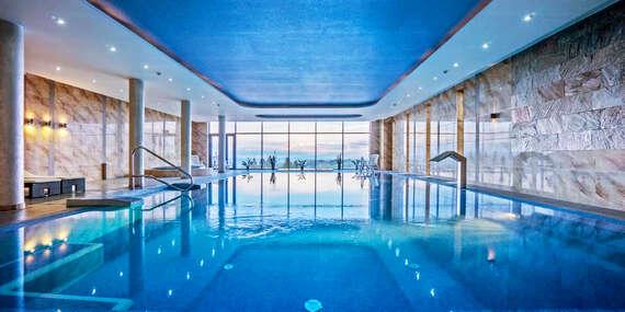 Hotel Bachledówka & SPA***: Bazén s výhľadom na Tatry neobmedzene a dieťa do 6 rokov zdarma/Poľsko - Ciche