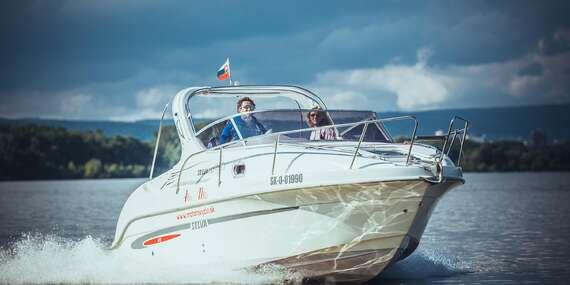 Štýlová plavba motorovým člnom po Dunaji až do Viedne s fľašou sektu pre 6 osôb / Bratislava – Dunaj