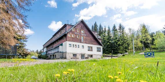 Pohodová dovolená v hotelu Maxov v krajině Jizerských hor s polopenzí, vstupem do sauny pro celou rodinu a platností do listopadu 2021!/Jizerské hory - Josefův Důl