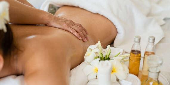 Klasická, relaxačná, reflexná masáž alebo masáž lávovými kameňmi v Elite Clinic, varianty aj s permanentkami/Topoľčany