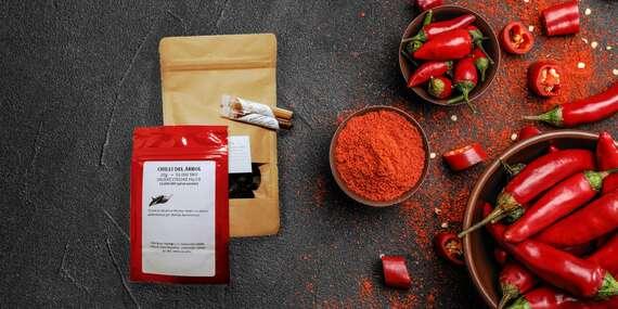 Mleté nebo sušené Chilli papričky v Kombo balení po čtyřech pro zvýraznění chutí ve vaší kuchyni/ČR