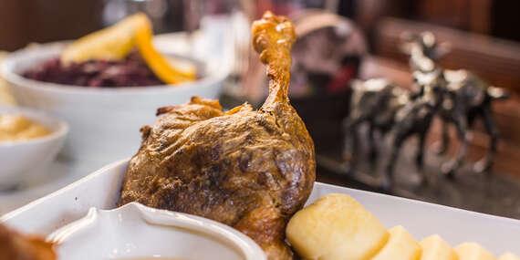 Pečená kačica s prílohami a domáci slepačí vývar v reštaurácii Kozia brána/Bratislava - Staré Mesto