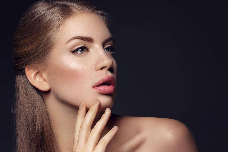 Permanentný make-up s microbladingom - zvodné obočie alebo pery