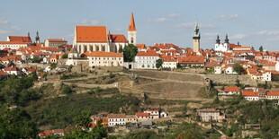 Historické centrum s desiatkami útulných kaviarní a reštaurácií, vinárstvo a vínnych pivníc.