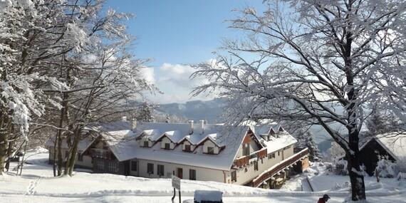 Zimní wellness pobyt v Bílých Karpatech na Chatě Jana s polopenzí, procedurami a lyžováním/Bílé Karpaty - Lopeník