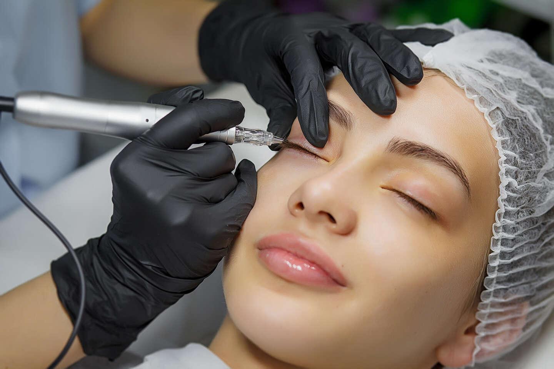 Permanentný make-up liniek, obočia a pier alebo ošetrenie reliftal...