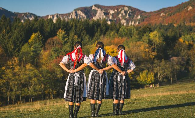 Nástenný kalendár s veľkými fotografiami Slovenska od profesionálneho fotografa.