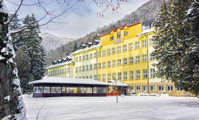 Zimné pobyty s polpenziou v Rajeckých Tepliciach v známom hoteli Skalka***