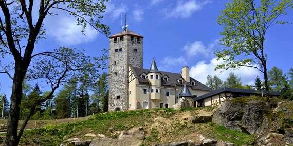 Unikátní hotel Liberecká výšina s rozhlednou s výhledem na Liberecko a široké okolí s polopenzí a dárkem na památku a platností až do června 2021/Liberec