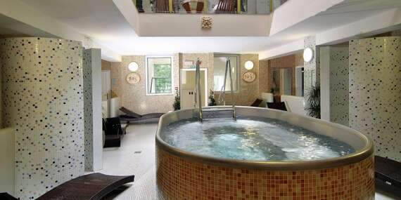 Luxusní Spa &Wellness hotel Karlsbad Grande Madonna**** v srdci Karlových Varů, pouhých 100m od hlavního pramene Vřídla, s polopenzí, wellness a spa procedurami / Karlovy Vary
