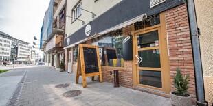 Vchod do reštaurácie Le Petit Café