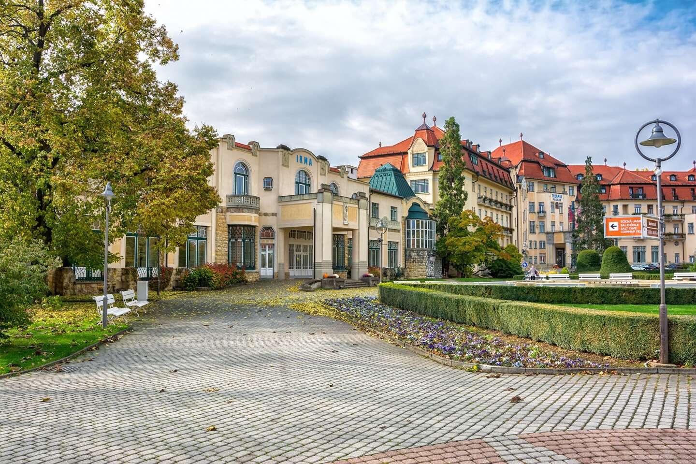 Vyrazte za zdravím do najobľúbenejšieho kúpeľného mesta Piešťany s plnou penziou, nápojmi a procedúrami