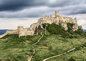 8 slovenských hradov a zámkov, ktoré musíte vidieť na vlastné oči