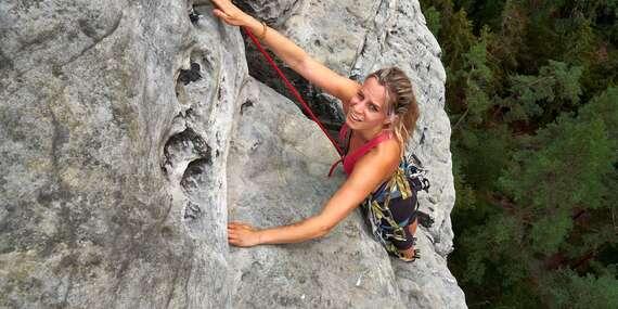 Jednodenní či dvoudenní kurz lezení pro 1 až 2 osoby včetně zapůjčení výstroje a výběrem ze 6 krásných lokalit v ČR/ČR