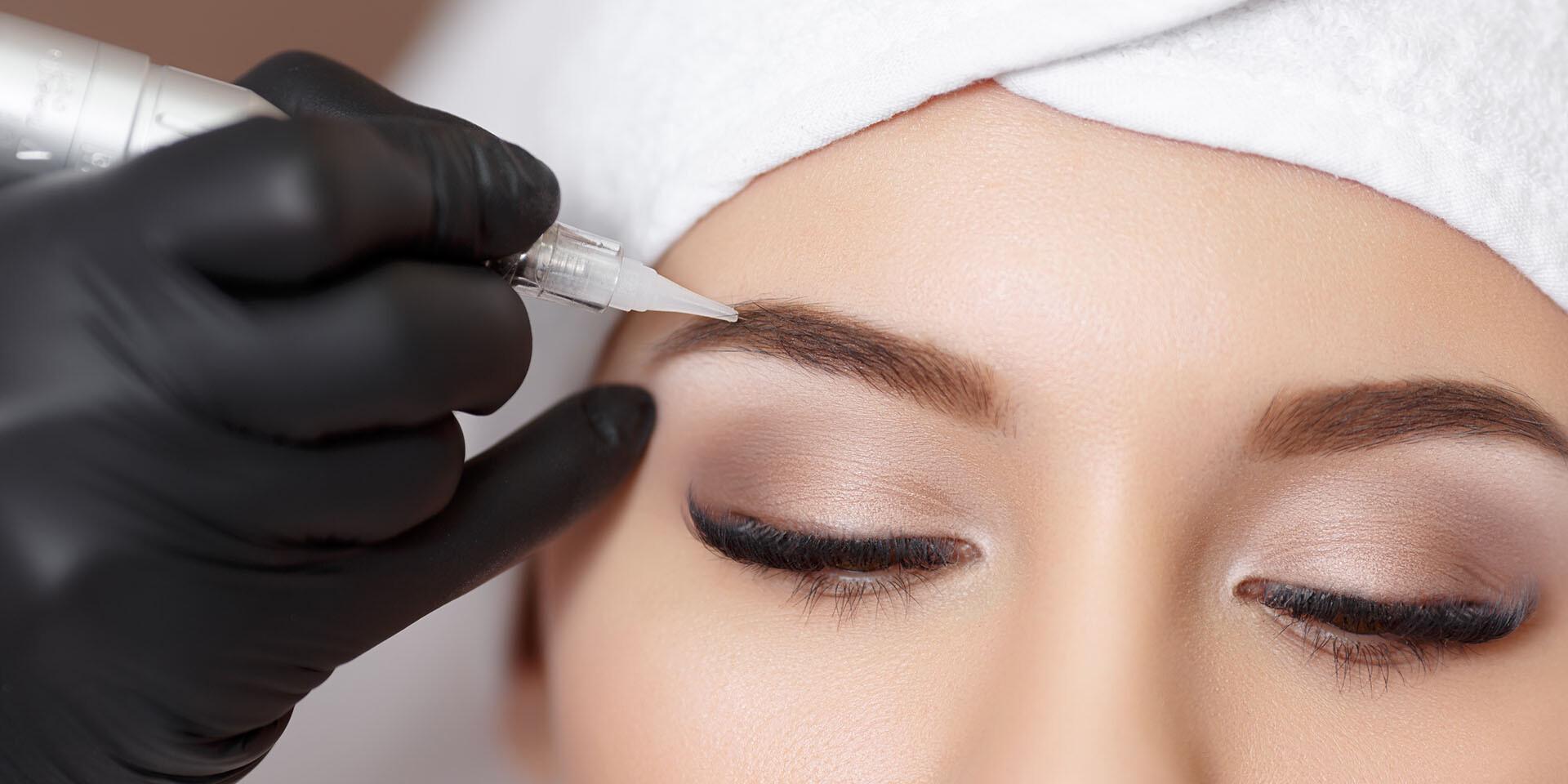 Permanentný make-up liniek, obočia a pier