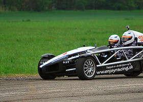 Ako sa jazdí na jednom z najrýchlejších áut sveta? Testovali sme Ariel Atom a je to šupa!