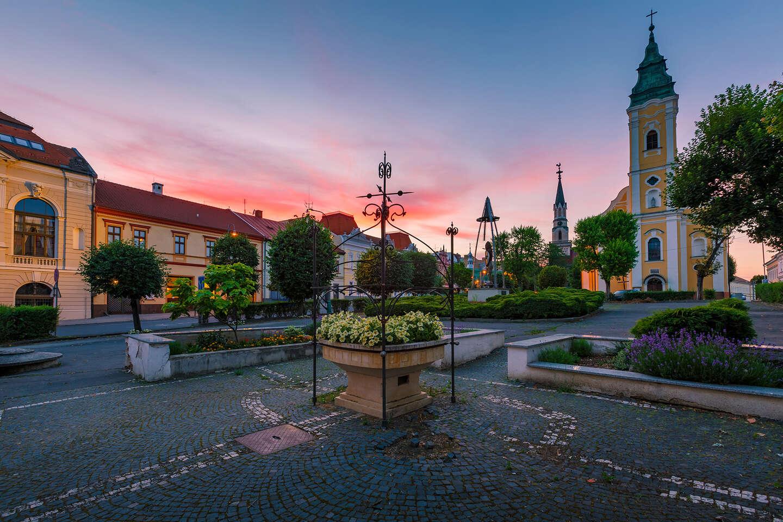 Romantický pobyt v centre historického mesta Lučenec s prekvapením na izbe a raňajkami v hoteli Pelikán***