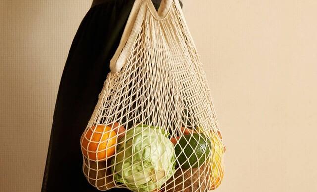 Ekologické tašky z nefarbenej bavlny a obaly z včelieho vosku.