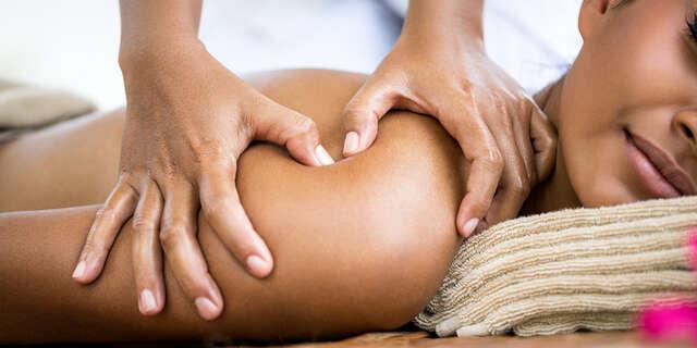 Celotelová thajská a reflexná masáž nôh alebo bylinková masáž.