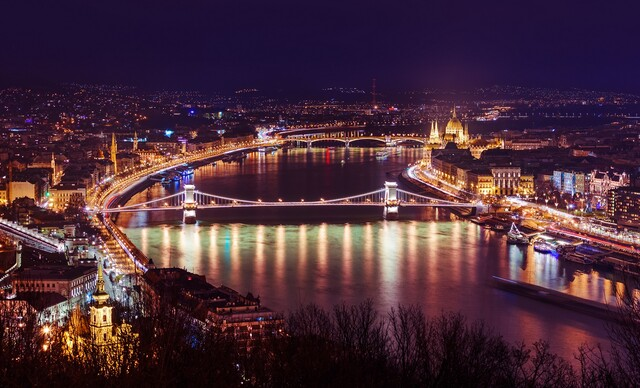 Hotel Belvedere**** len 1 zastávku metrom od centra Budapešti a s dieťaťom do 12 r. zdarma