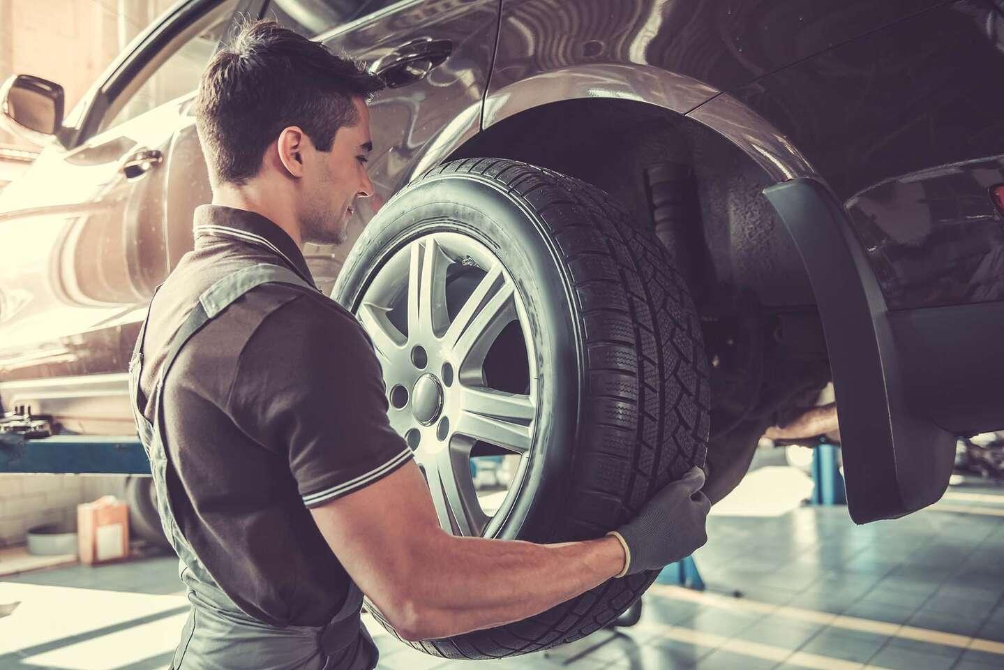 Kompletné prezutie s vyvážením a kontrola technického stavu vozi...