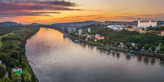 Plavby loďou pre 5 - 12 osôb s občerstvením a nápojom z Bratislavy - až do konca mája 2020 / Bratislava - Devín/Čuňovo/Hainburg