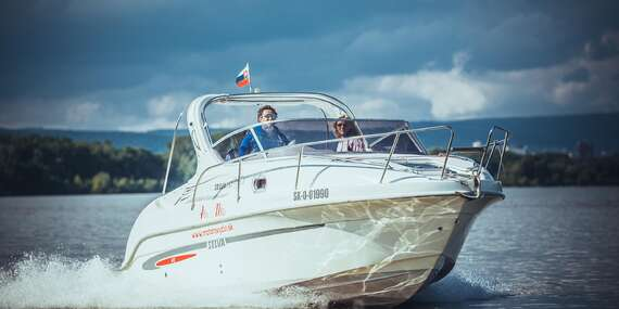 Jedinečný zážitok vďaka štýlovej plavbe motorovým člnom po Dunaji až do Viedne s fľašou sektu pre 6 osôb/Bratislava – Dunaj