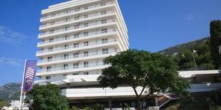 Hotel Sato**** v Čiernej Hore stojí len 30 m od súkromnej pláže