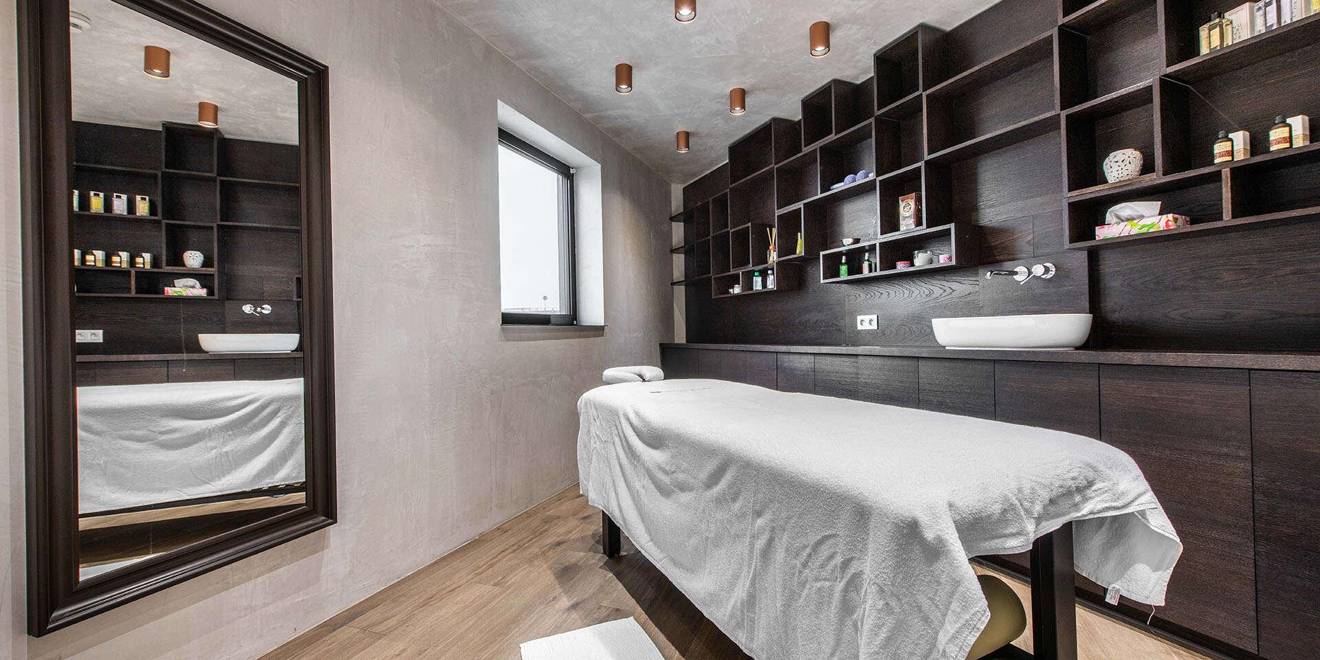 Luxusná starostlivosť o vaše vlasy v úplnom centre Bratislavy v s...